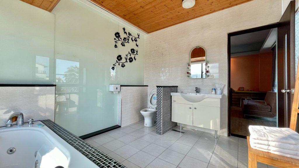 202橙浴室